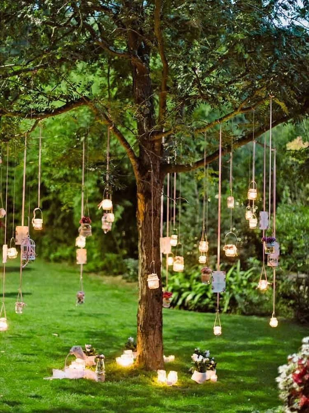Beautiful Backyard Wedding Decor Ideas To Get A Romantic Impression 23
