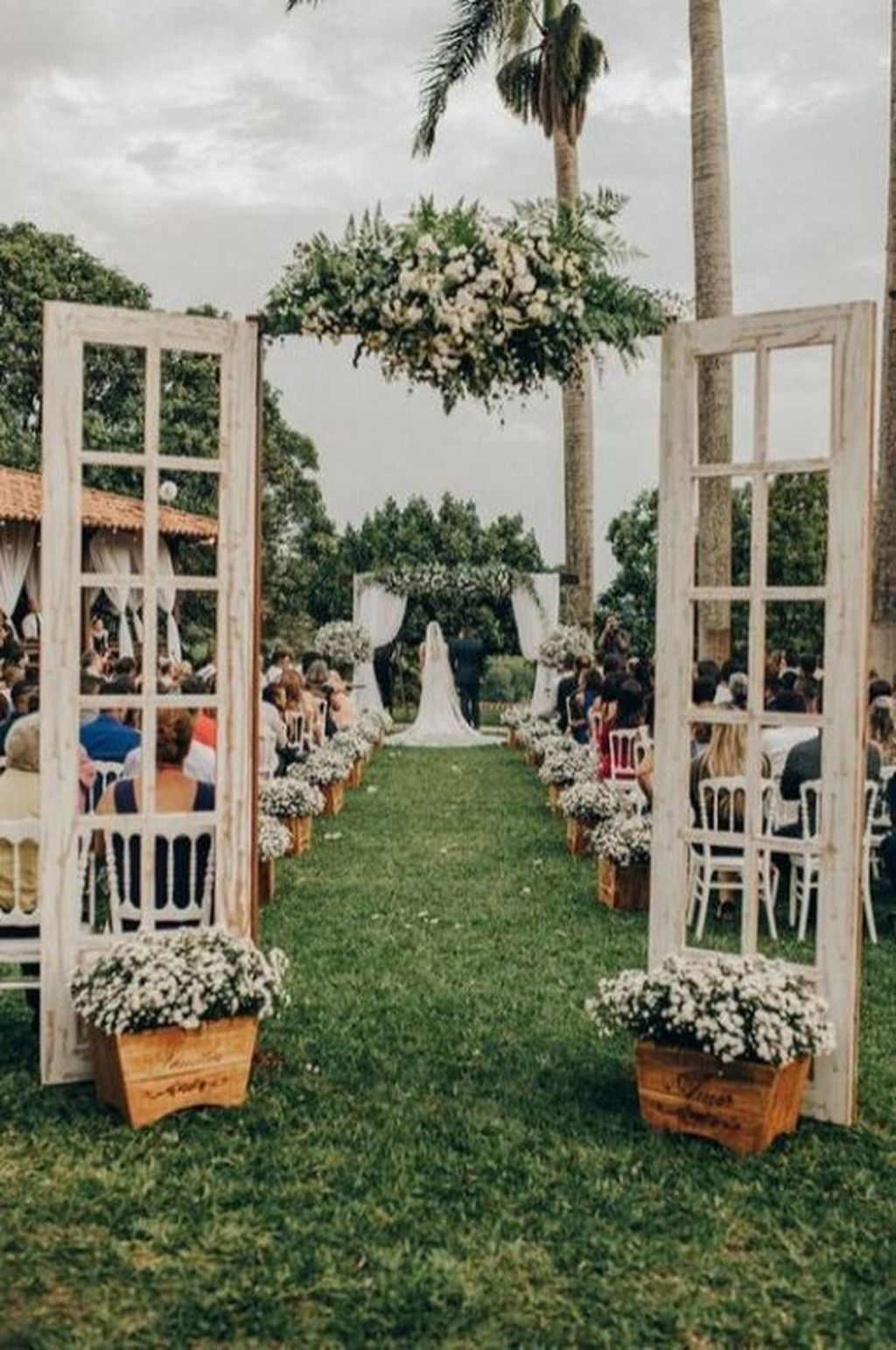 Beautiful Backyard Wedding Decor Ideas To Get A Romantic Impression 29