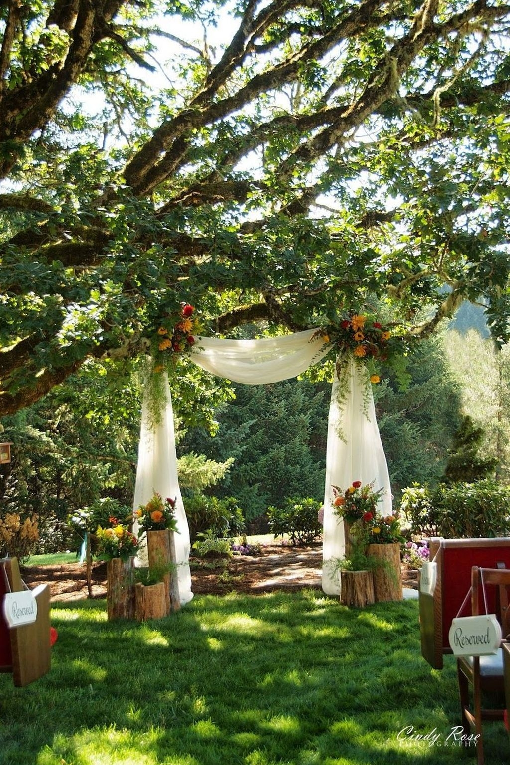 Beautiful Backyard Wedding Decor Ideas To Get A Romantic Impression 42