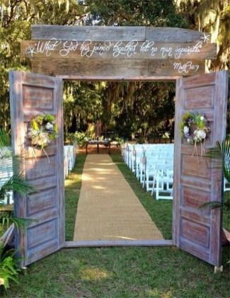 Beautiful Backyard Wedding Decor Ideas To Get A Romantic Impression 44