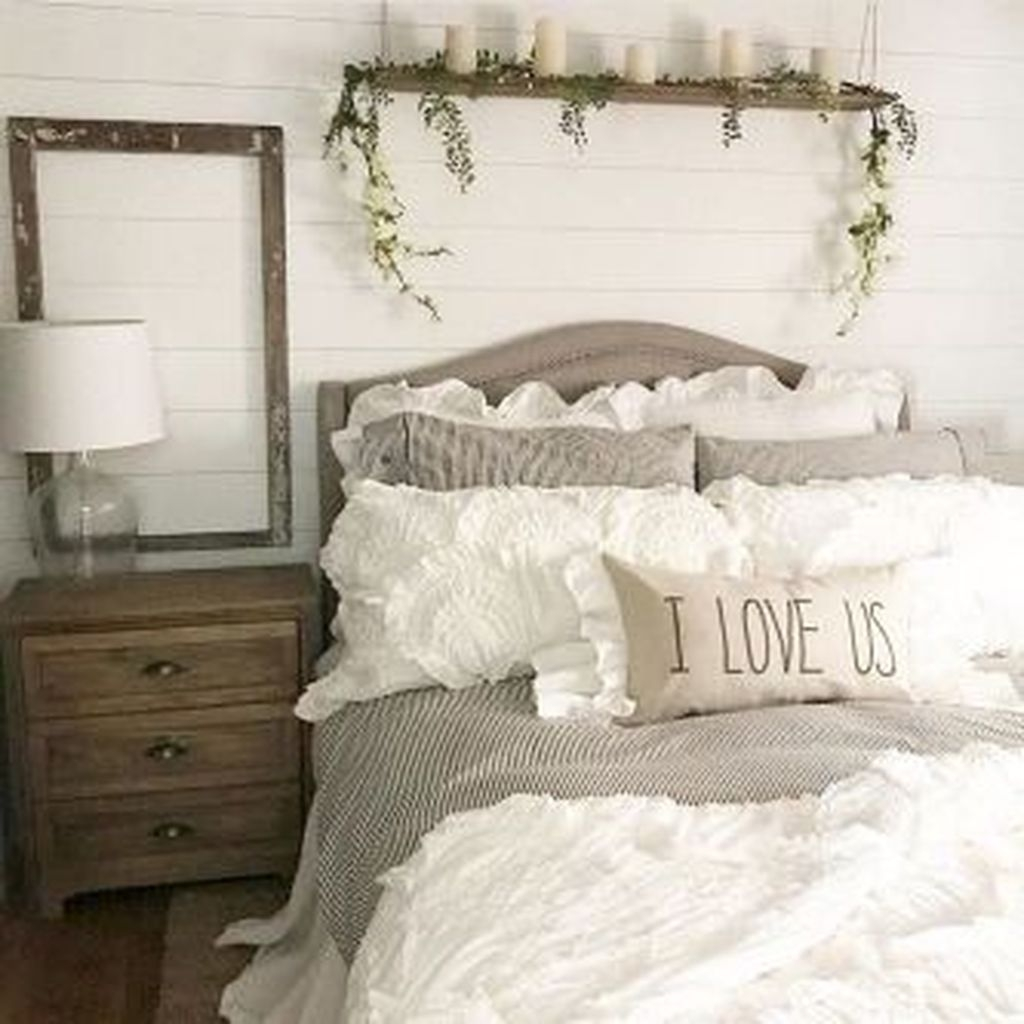 Beautiful Modern Farmhouse Master Bedroom Decoration Ideas 03