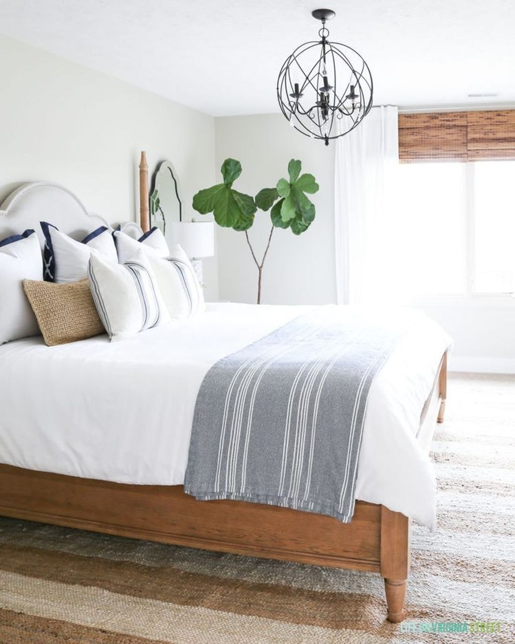 Beautiful Modern Farmhouse Master Bedroom Decoration Ideas 26