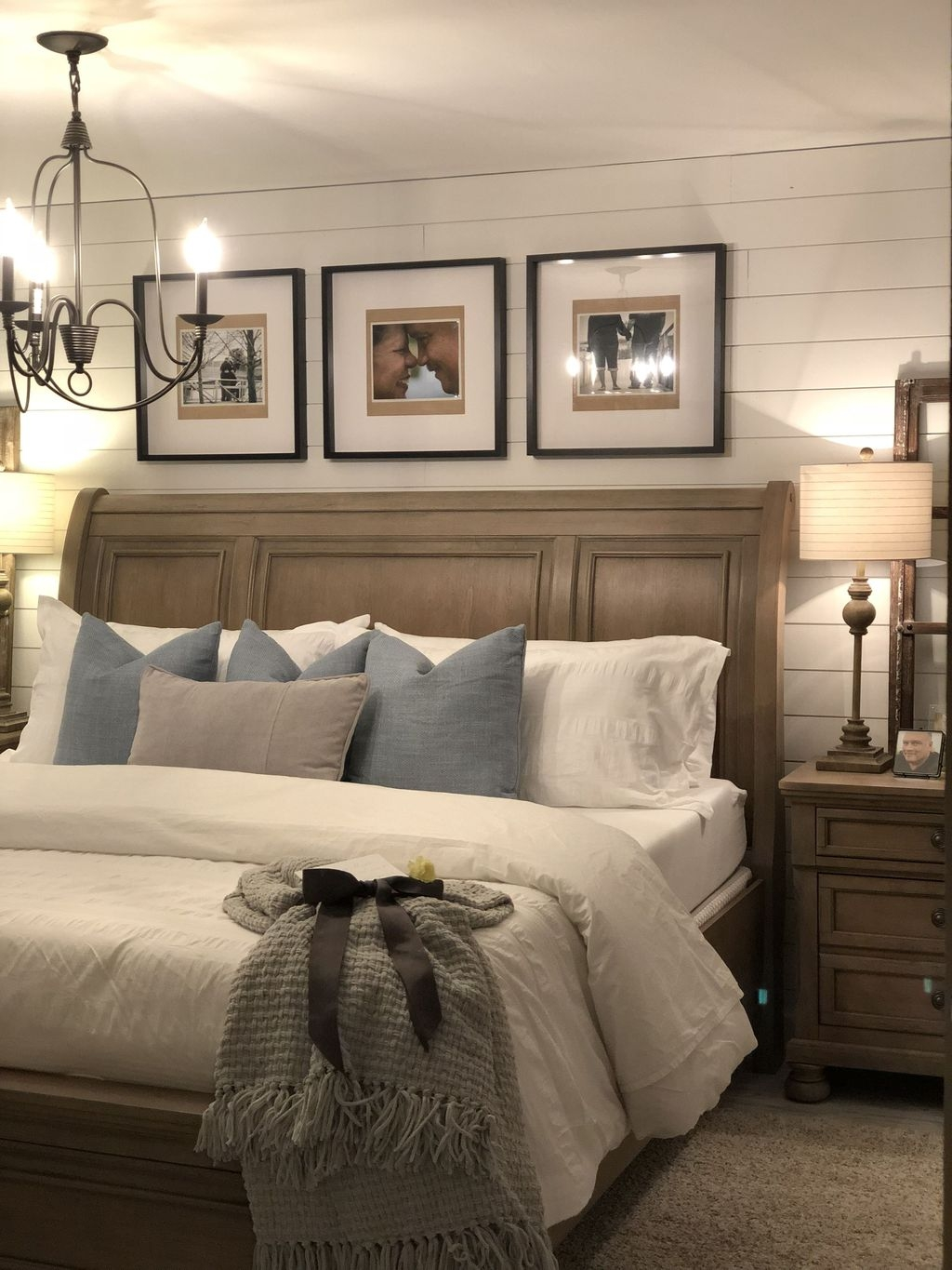 Beautiful Modern Farmhouse Master Bedroom Decoration Ideas 33