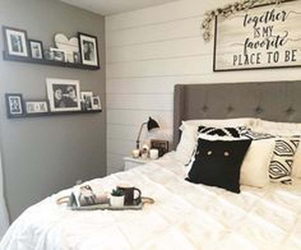 Beautiful Modern Farmhouse Master Bedroom Decoration Ideas 38