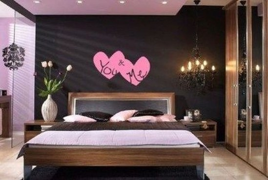 Cute And Romantic Valentine Bedroom Decor Ideas 24