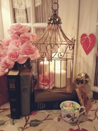 Cute And Romantic Valentine Bedroom Decor Ideas 35