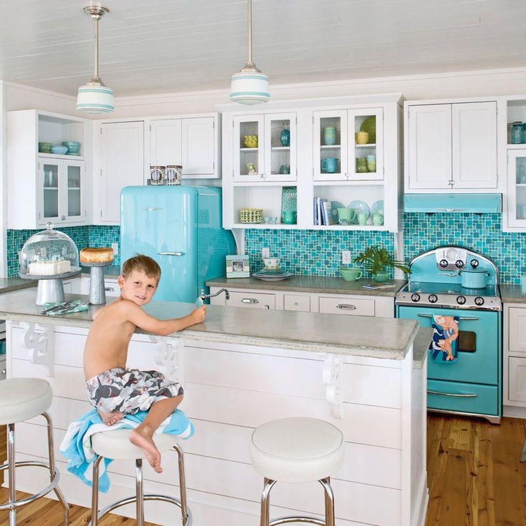 Gorgeous Coastal Kitchen Design Ideas 11