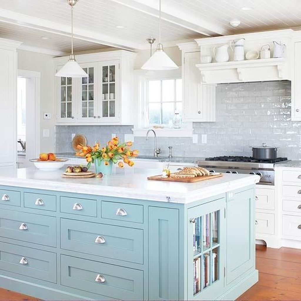 Gorgeous Coastal Kitchen Design Ideas 21