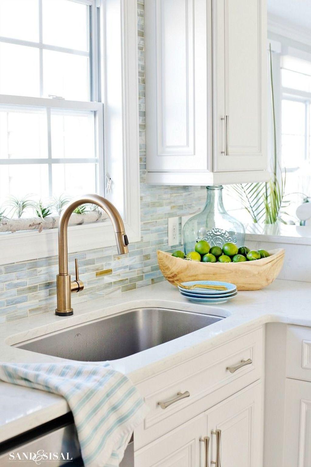 Gorgeous Coastal Kitchen Design Ideas 44