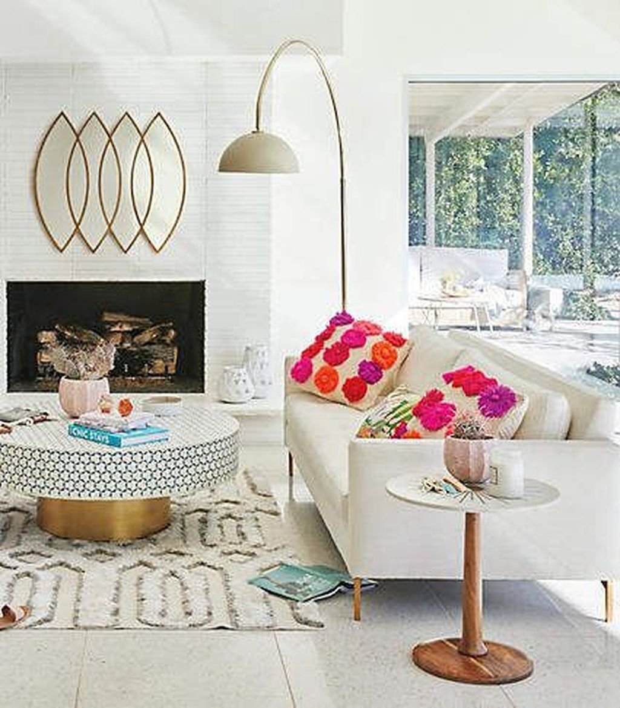 Romantic Living Room Decor With Valentine Themes 06