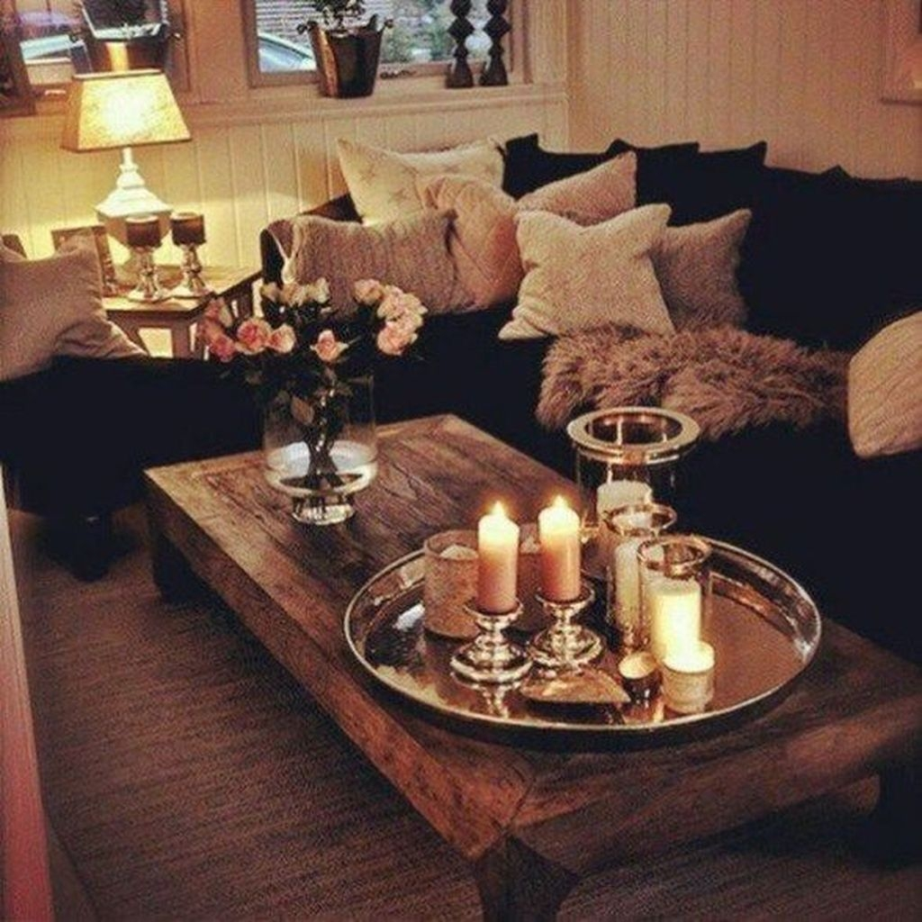 Romantic Living Room Decor With Valentine Themes 08