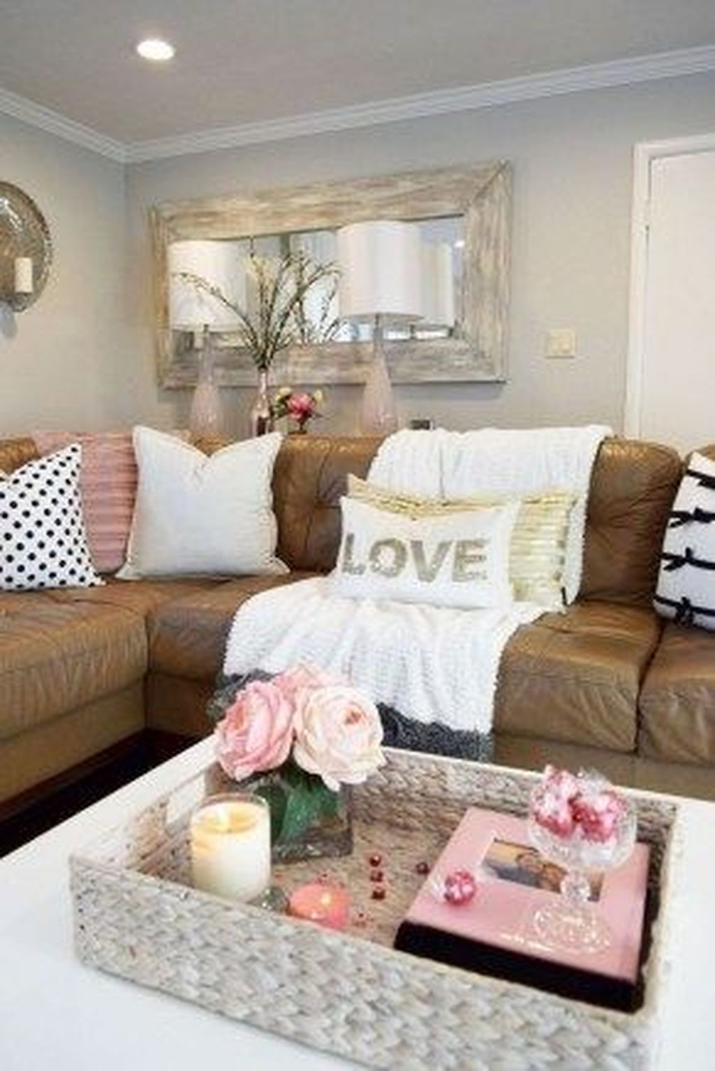 Romantic Living Room Decor With Valentine Themes 34