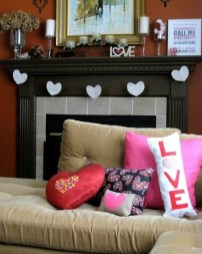 Romantic Living Room Decor With Valentine Themes 39