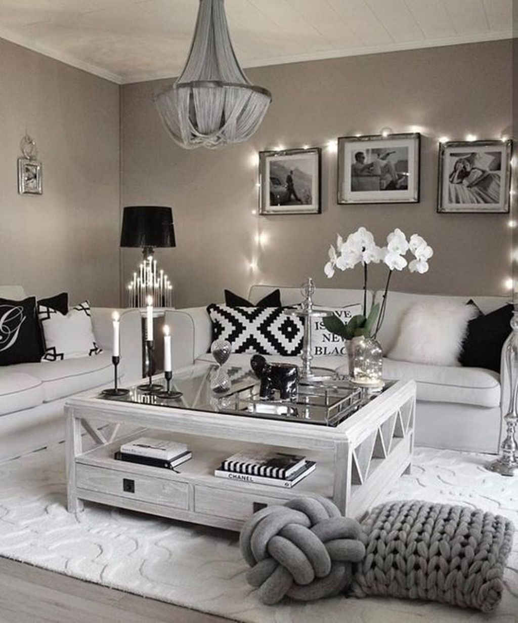 Romantic Living Room Decor With Valentine Themes 41