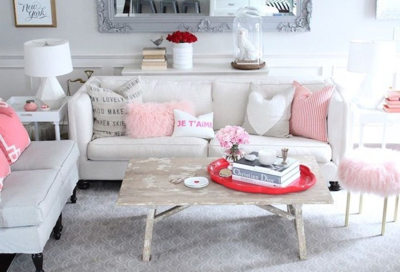 Romantic Living Room Decor With Valentine Themes 43
