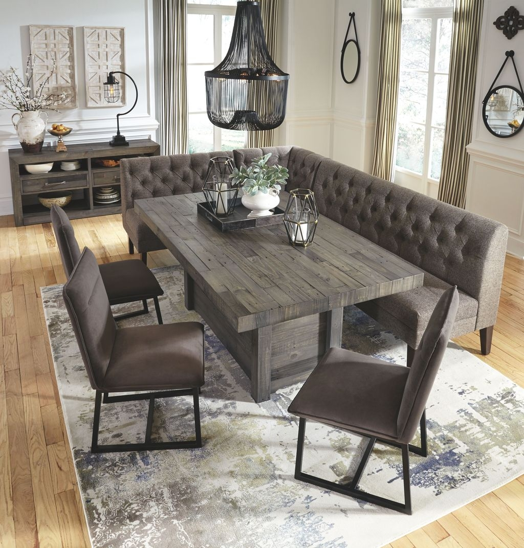 Stunning Farmhouse Dining Room Decoration Ideas 09