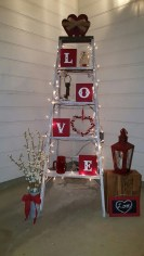 Stunning Valentines Day Front Porch Decor Ideas 06