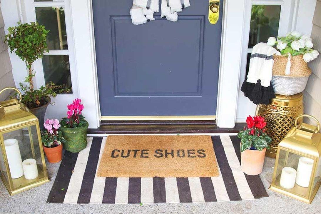 Stunning Valentines Day Front Porch Decor Ideas 32