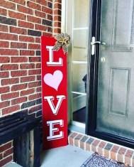 Stunning Valentines Day Front Porch Decor Ideas 33
