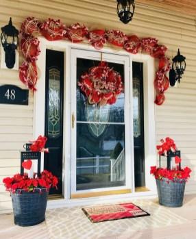 Stunning Valentines Day Front Porch Decor Ideas 38