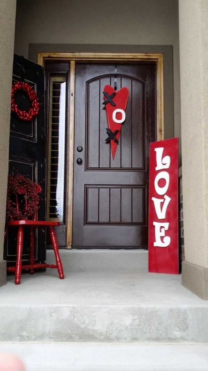 Stunning Valentines Day Front Porch Decor Ideas 42
