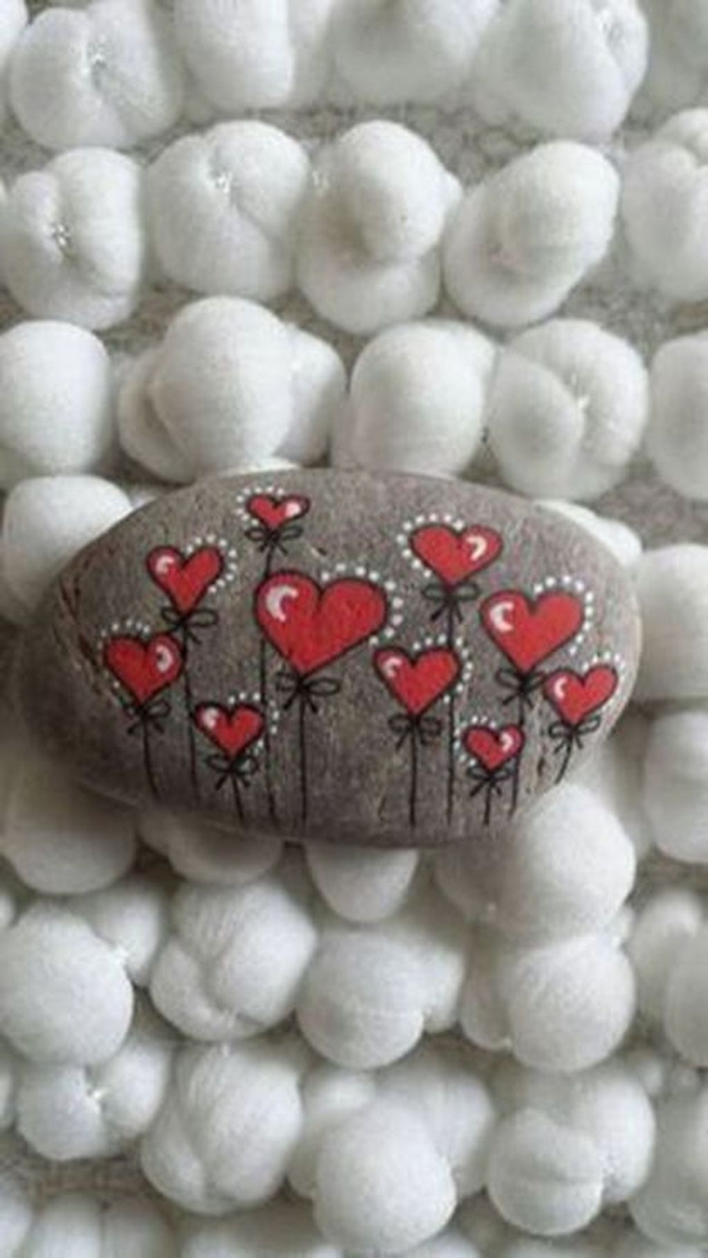 Sweet Rock Painting Design Ideas For Your Home Decor 15