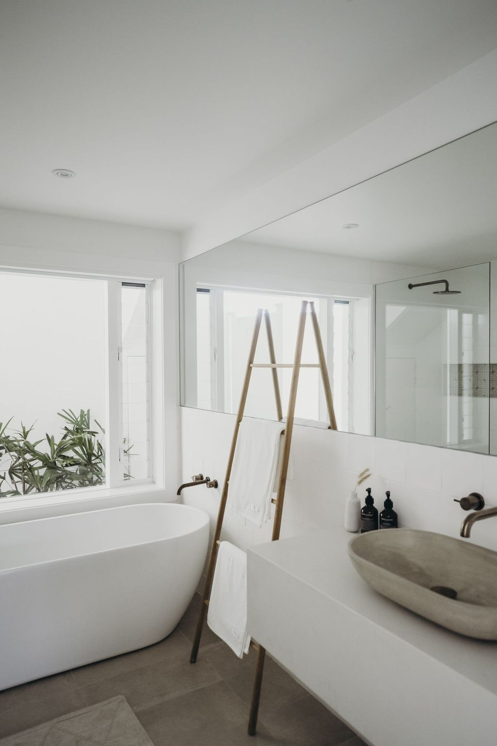 The Best Ideas To Creating Cozy Minimalist Bathroom 21