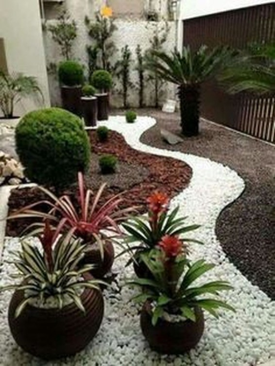 Brilliant Small Backyard Design Ideas On A Budget 41