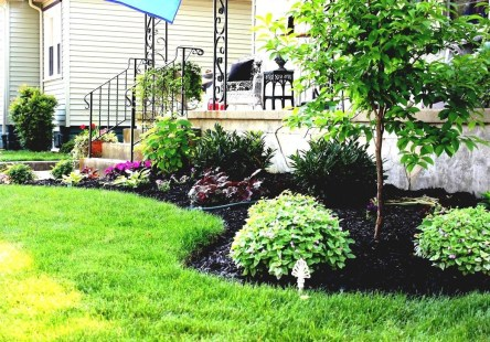Lovely Small Flower Gardens And Plants Ideas For Your Front Yard 03