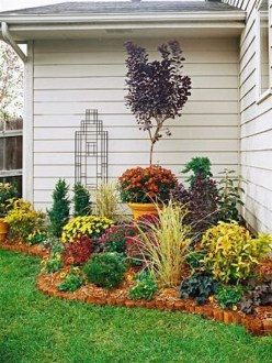 Lovely Small Flower Gardens And Plants Ideas For Your Front Yard 28