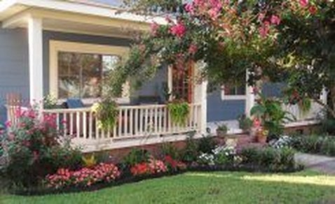 Lovely Small Flower Gardens And Plants Ideas For Your Front Yard 36