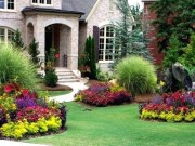 Lovely Small Flower Gardens And Plants Ideas For Your Front Yard 40