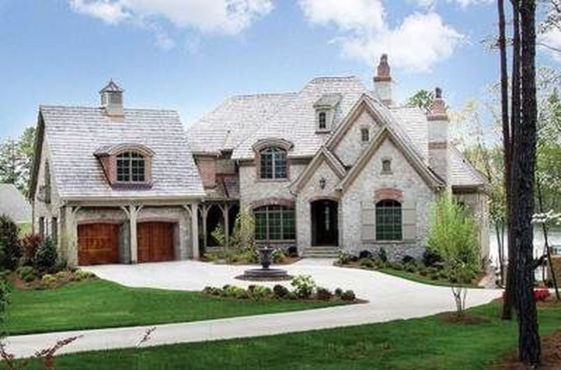 Stylish French Country Exterior For Your Home Design Inspiration 16