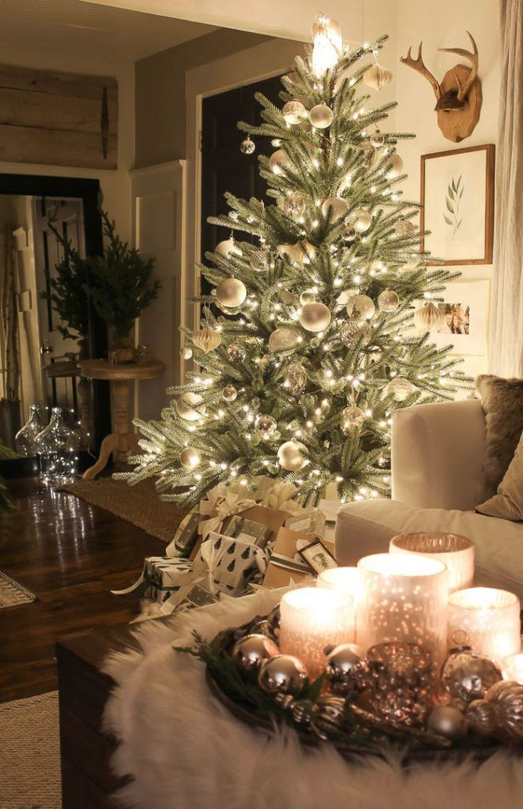 Amazing Christmas Lights Tree Decoration Ideas 34