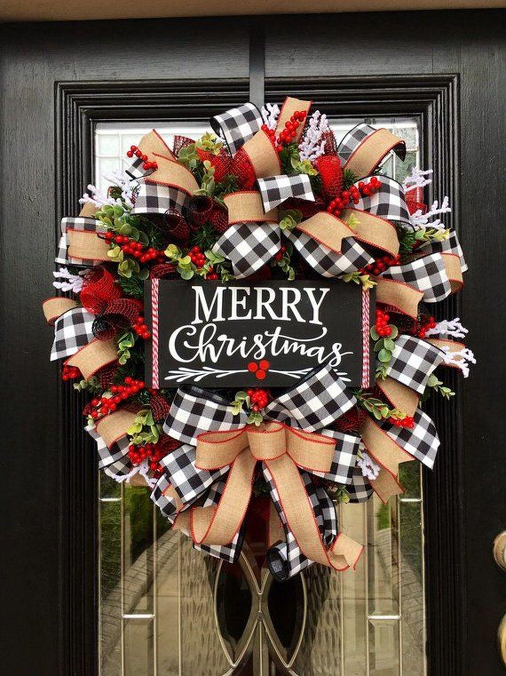 Beautiful Christmas Wreaths Decor Ideas You Should Copy Now 02
