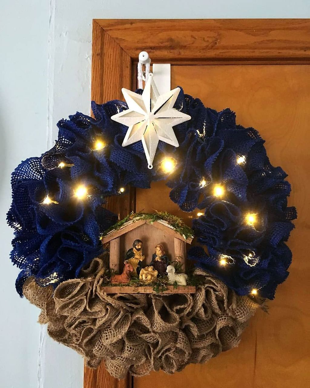 Beautiful Christmas Wreaths Decor Ideas You Should Copy Now 19