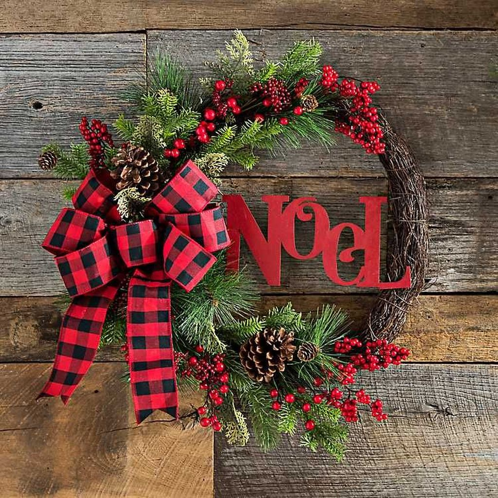 Beautiful Christmas Wreaths Decor Ideas You Should Copy Now 41