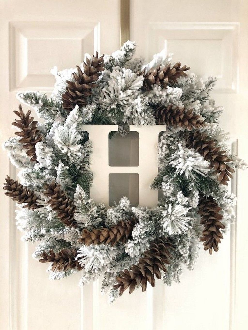 Beautiful Winter Wreaths Design Ideas 11