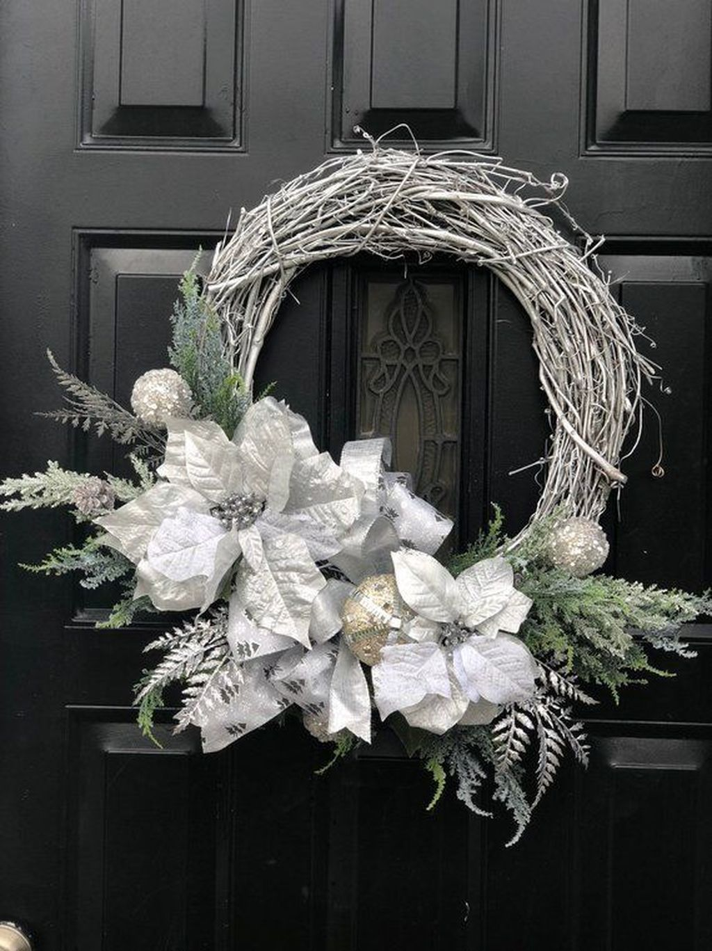 Beautiful Winter Wreaths Design Ideas 30