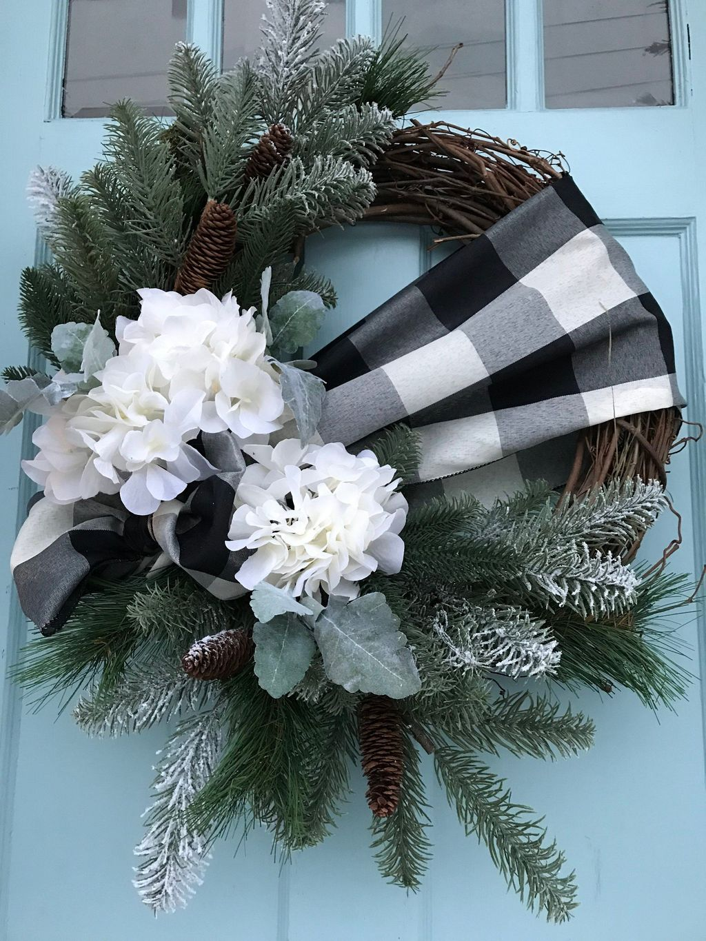 Beautiful Winter Wreaths Design Ideas 40
