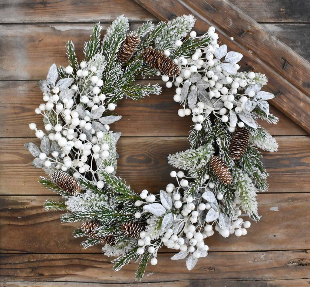 Beautiful Winter Wreaths Design Ideas 41