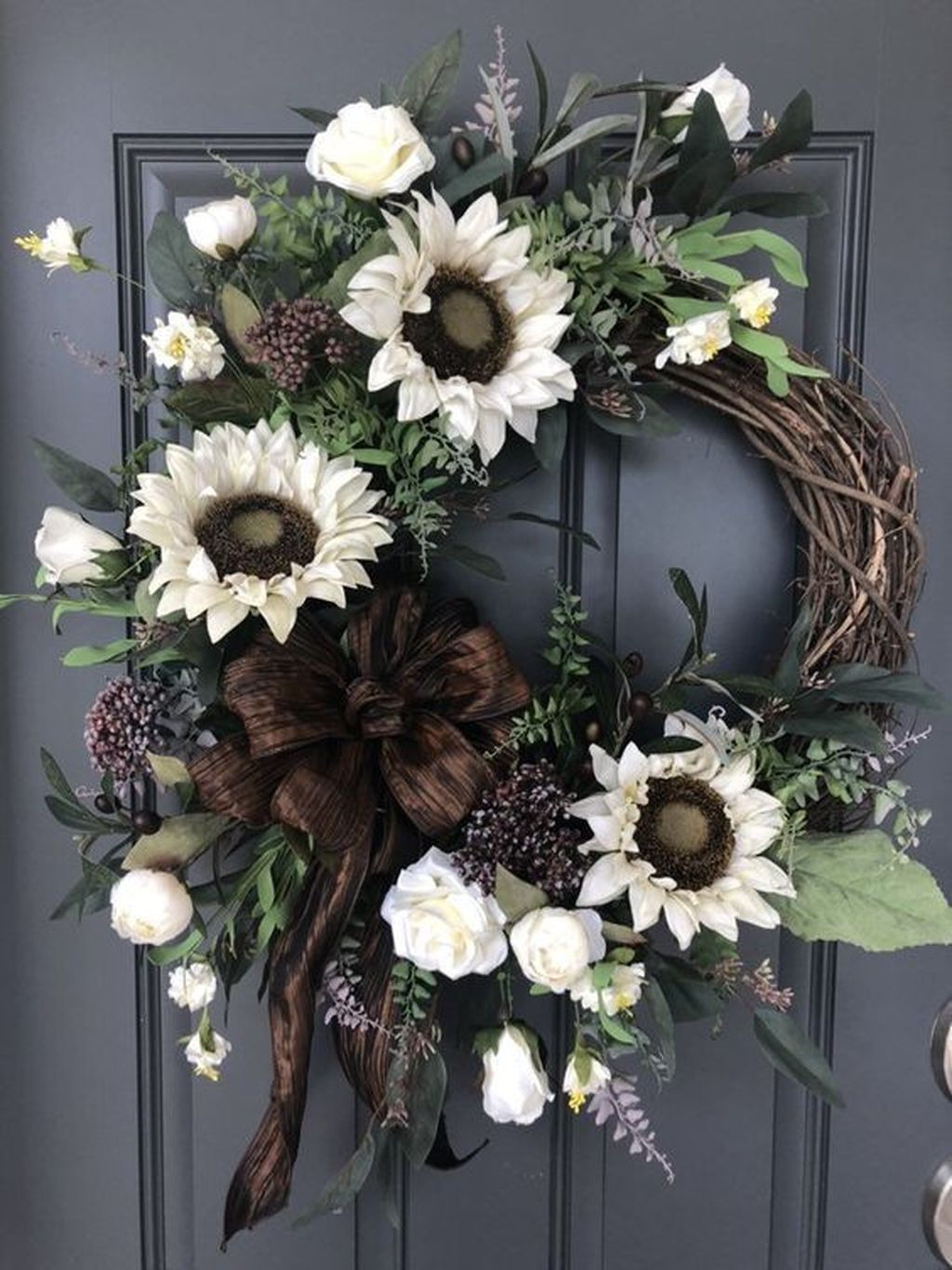 Beautiful Winter Wreaths Design Ideas 43