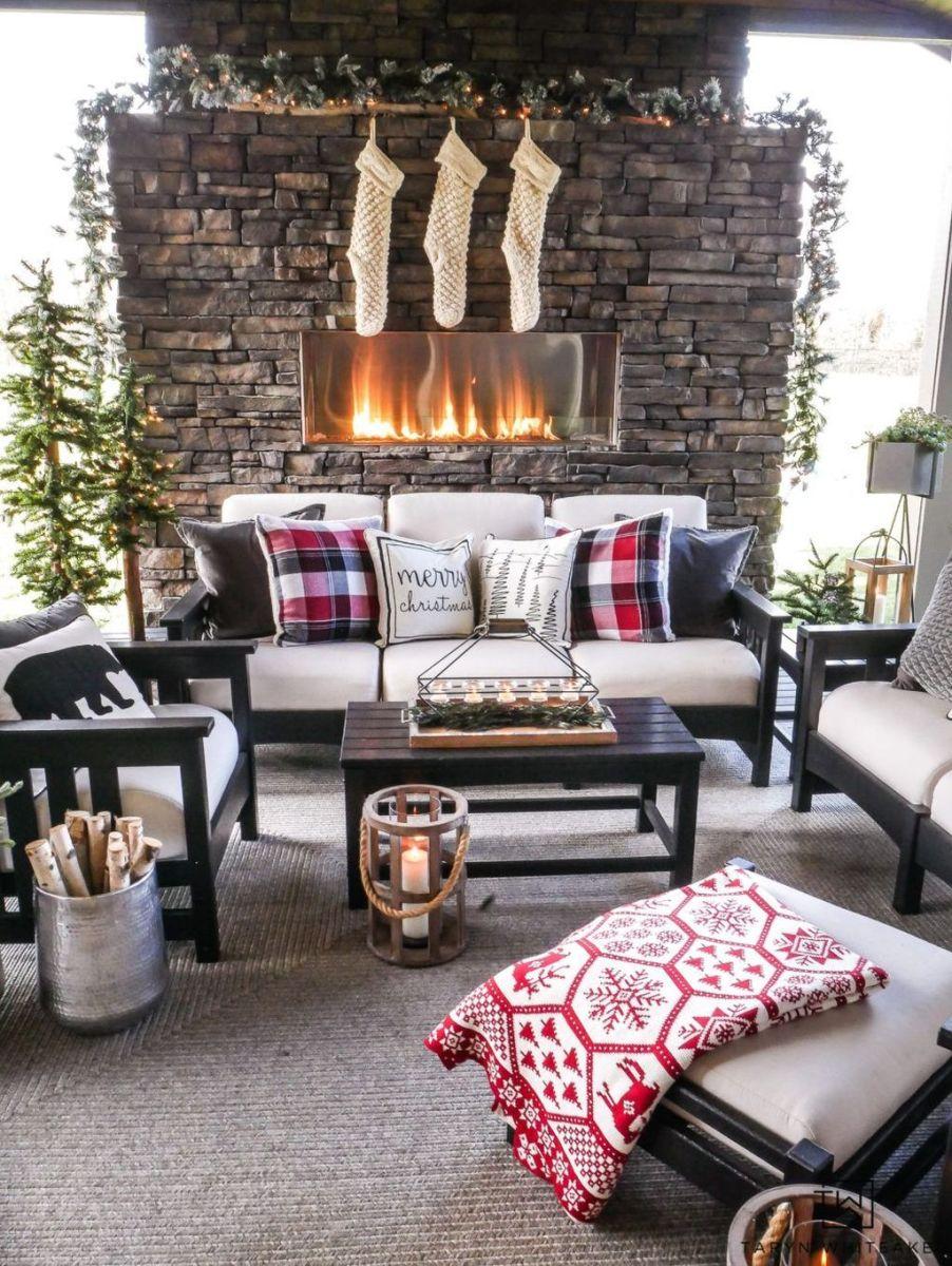 Fabulous Christmas Patio Decor Ideas 02