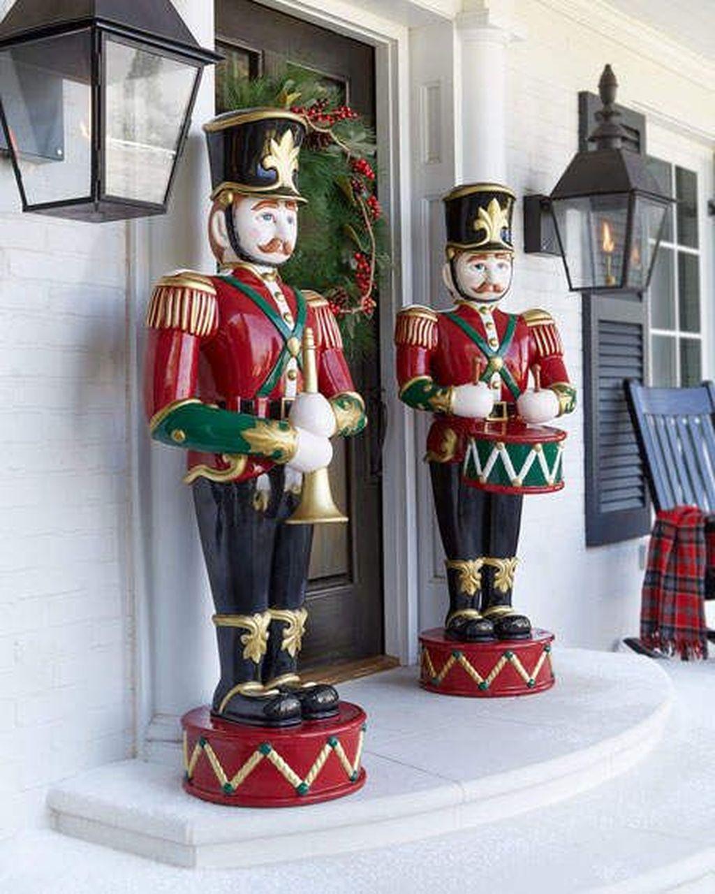 Fabulous Christmas Patio Decor Ideas 39