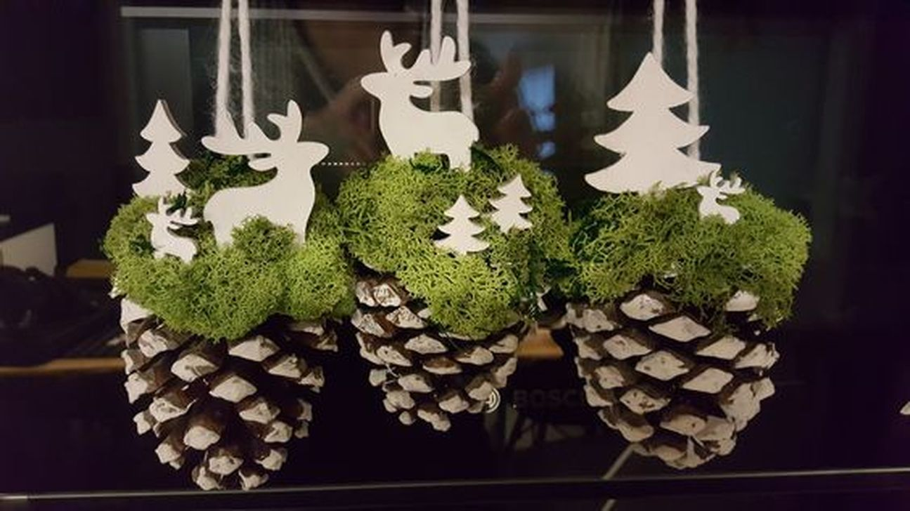 Fabulous Christmas Pine Cone Decorations 10