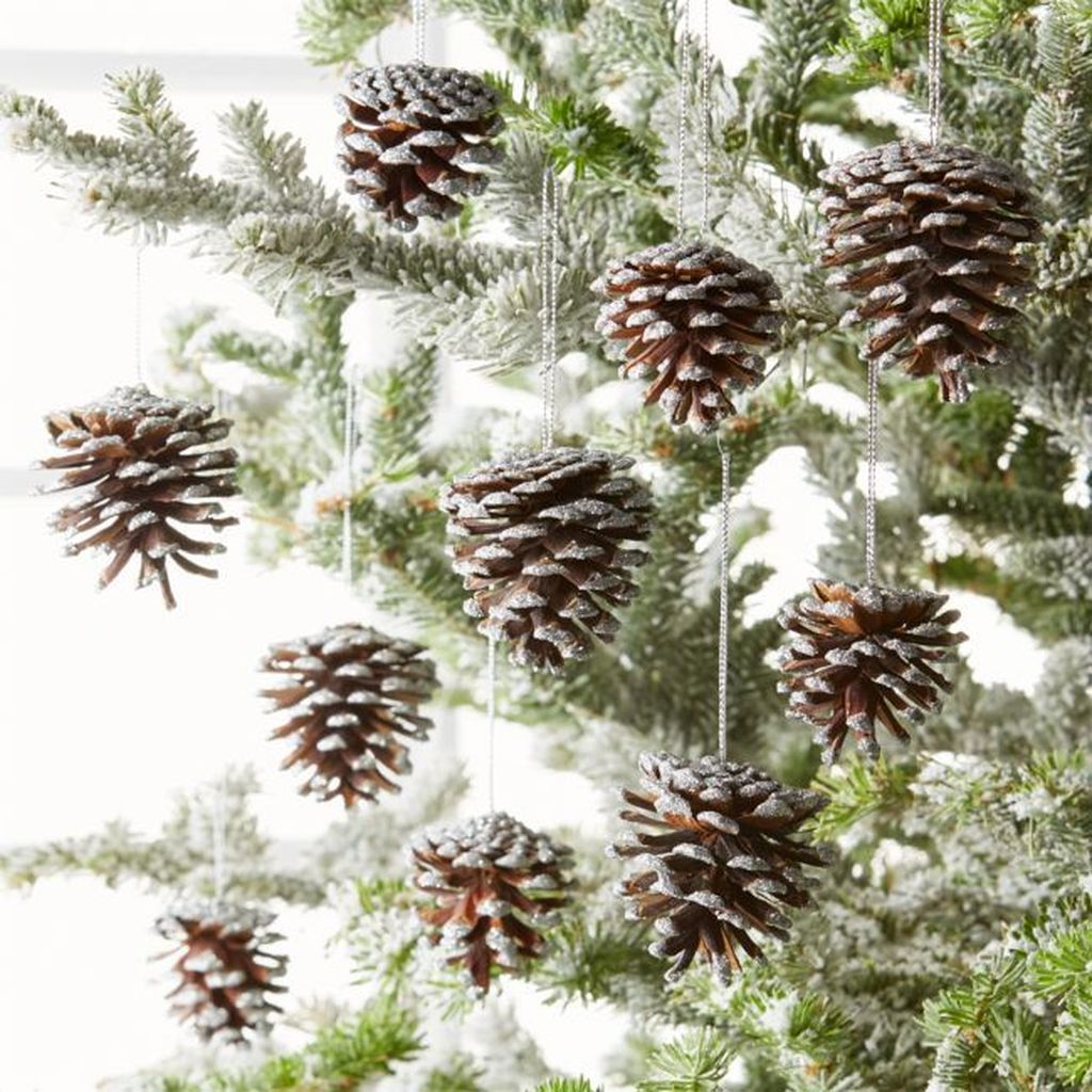 Fabulous Christmas Pine Cone Decorations 14