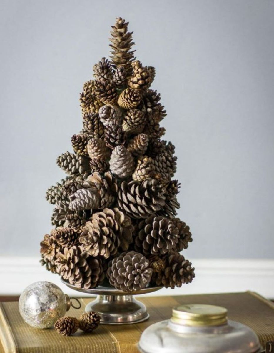 Fabulous Christmas Pine Cone Decorations 27