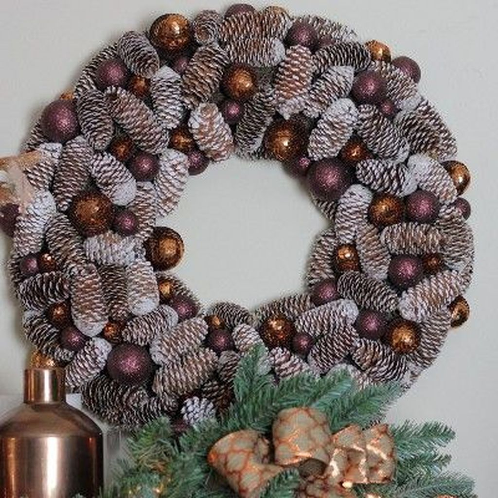 Fabulous Christmas Pine Cone Decorations 37