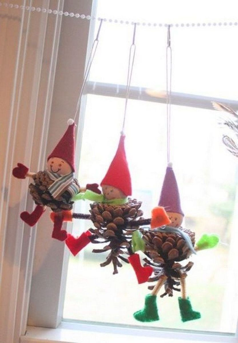 Fabulous Christmas Pine Cone Decorations 47