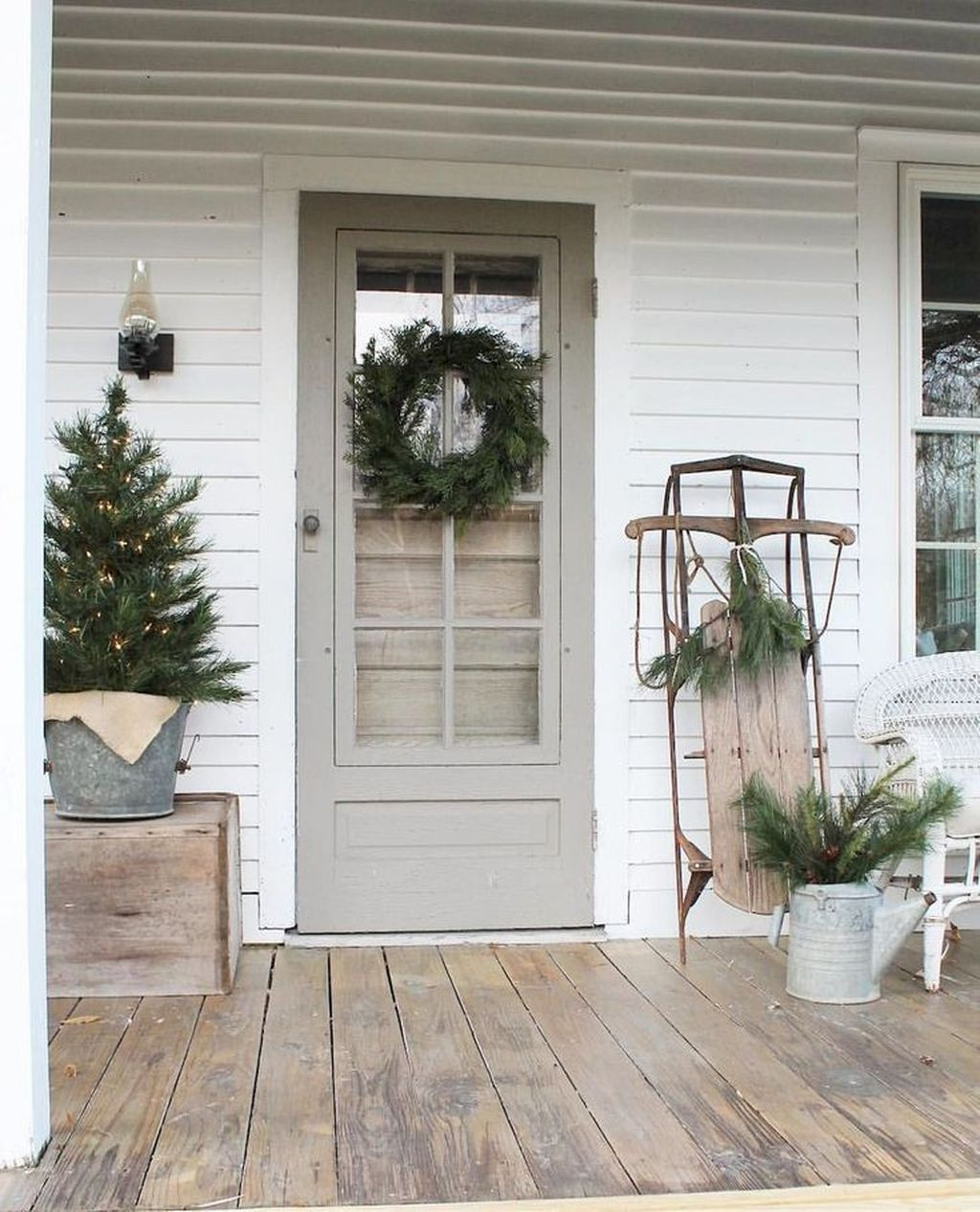 Gorgeous Winter Porch Decor Ideas 01